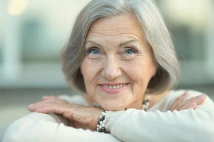 تفسير حلم السيدة العجوز في المنام