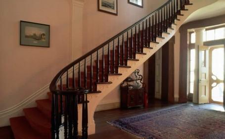 تفسير حلم صعود السلالم في المنام