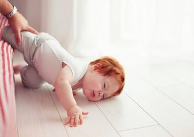 تفسير حلم سقوط الطفل على رأسه