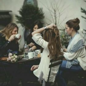 تفسير حلم تجمع النساء في البيت في المنام