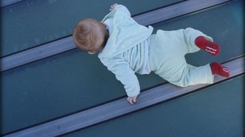تفسير حلم سقوط طفل وموته
