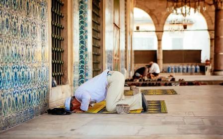 تفسير رؤية الصلاة في المسجد في المنام