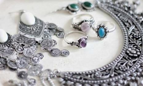 تفسير رؤية الفضة في المنام للمتزوجة