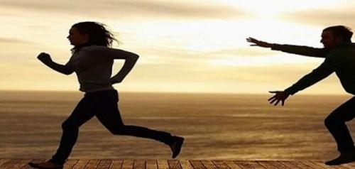 تفسير حلم الجري والهروب من شخص في المنام