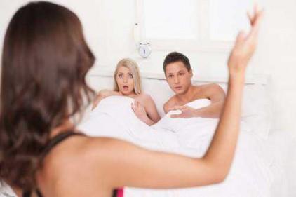 تفسير حلم زوجي يزني مع إمرأة أمامي في المنام