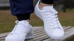 تفسير حلم ارتداء حذاء أبيض في المنام