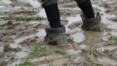 تفسير حلم الطين على الحذاء في المنام