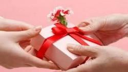 تفسير حلم شخص جاب لي هدية في المنام