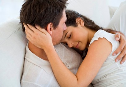 تفسير حلم النوم في حضن الحبيب في المنام
