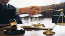 تفسير حلم رؤية التحدث مع المحامي في المنام
