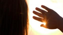 تفسير حلم الهروب من الشمس في المنام
