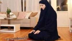 هل يجوز الصلاة عند نزول الدم البني بعد الدورة